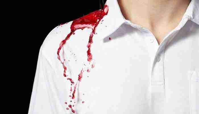 كيفية ازالة اثار الدم من الملابس بسرعة